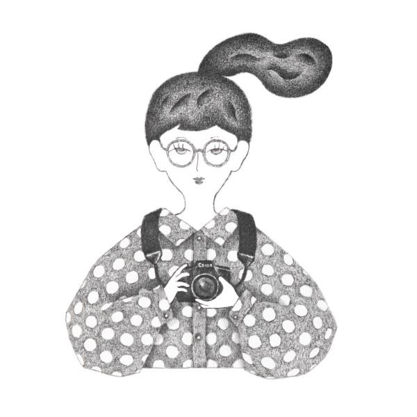 カメラを持つ女性のポートレート