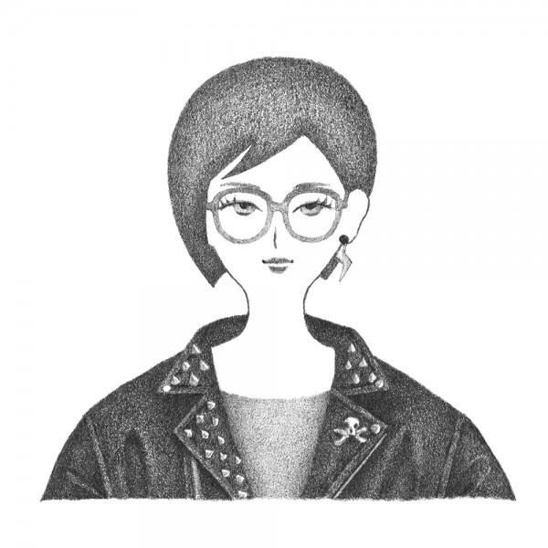こだわりの革ジャンを着た女性のポートレート